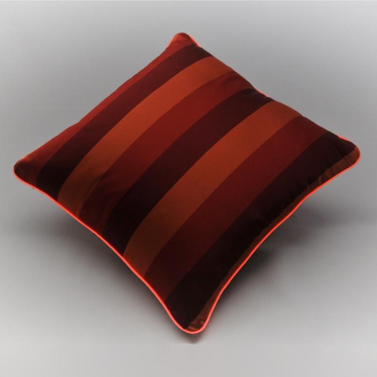 Cuscino Luminoso Rosso Rigato Luce RoSsa